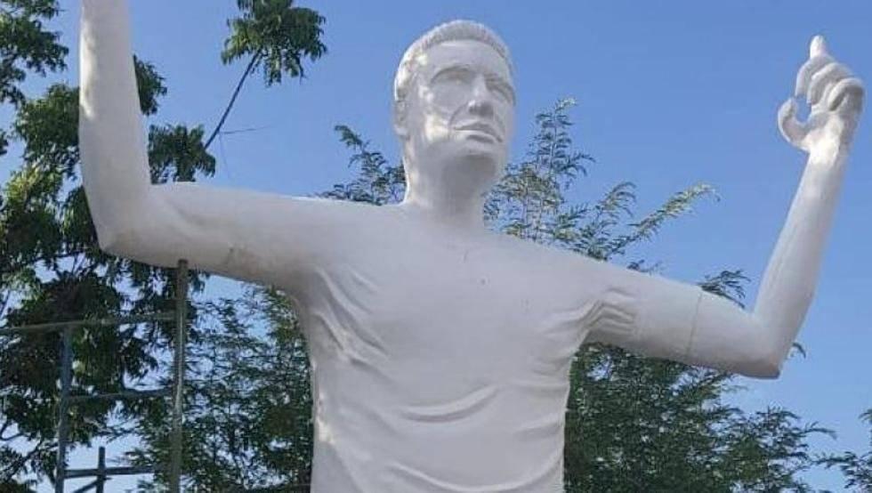 Estatua Falcao