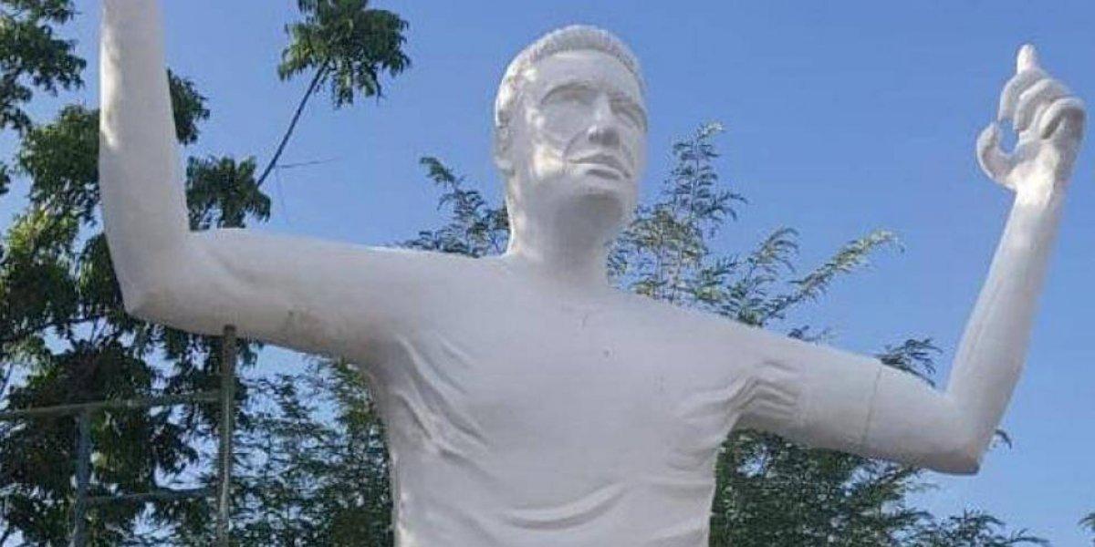 La estatua de Radamel Falcao genera indignación