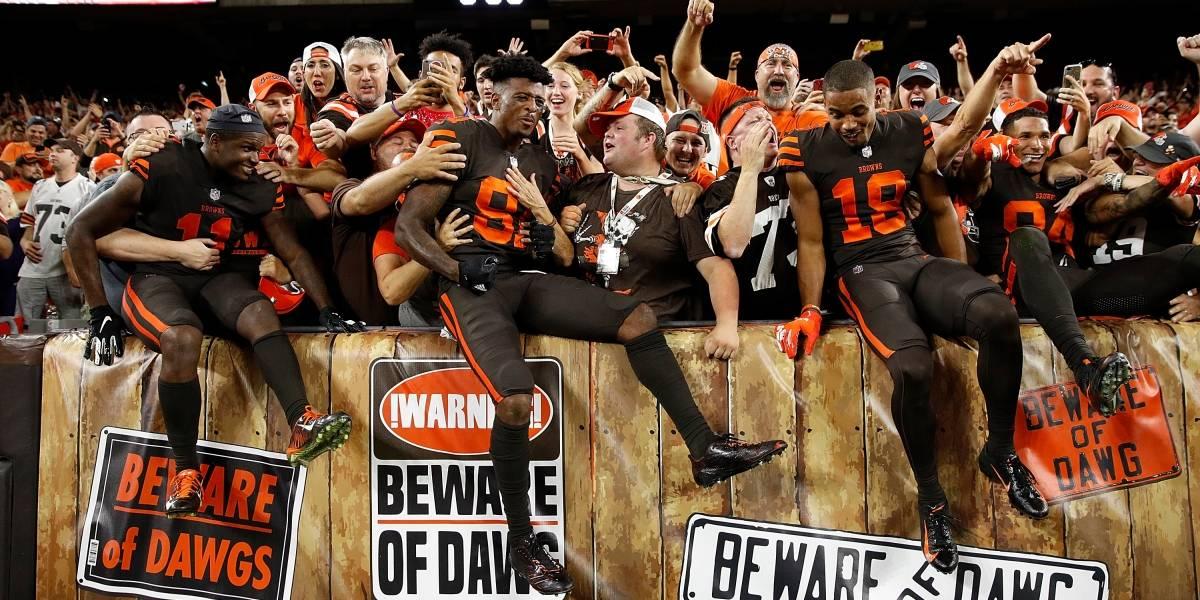 Cleveland regala cerveza en NFL tras ganar después de 635 días