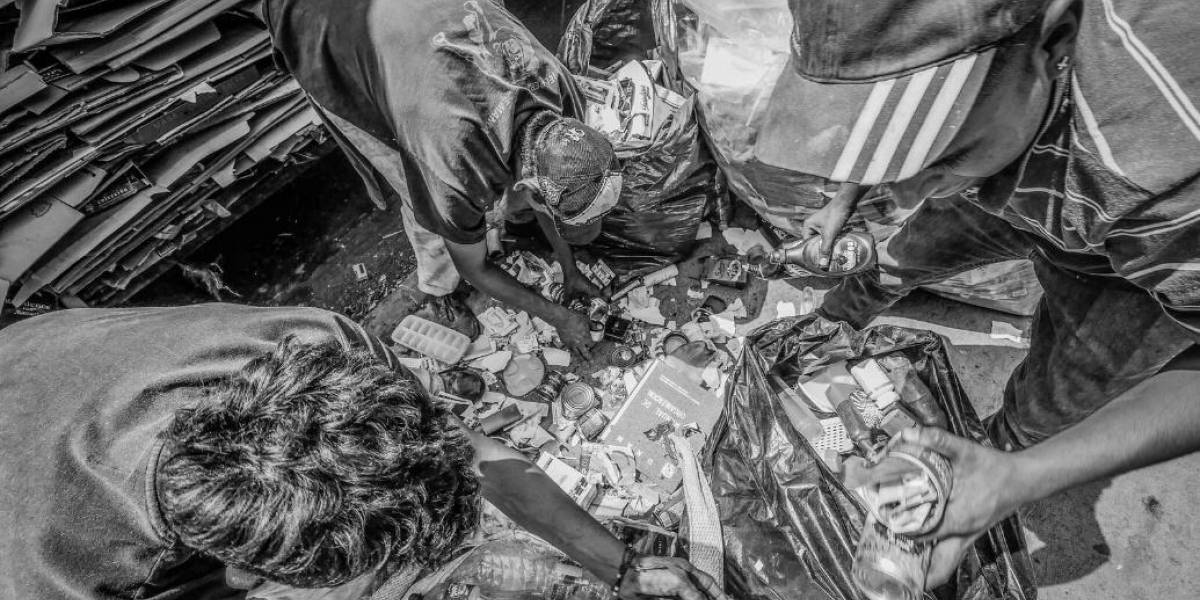10 mil trabajadores de limpia deambulan en el olvido y abandono en CDMX