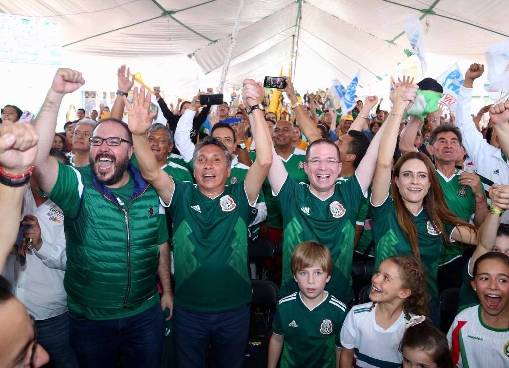 Durante la campaña los candidatos disfrutaron de los partidos del Mundial. Foto: Cortesía
