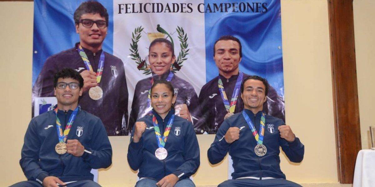 Campeones de boxeo en Barranquilla reciben merecido homenaje y premio
