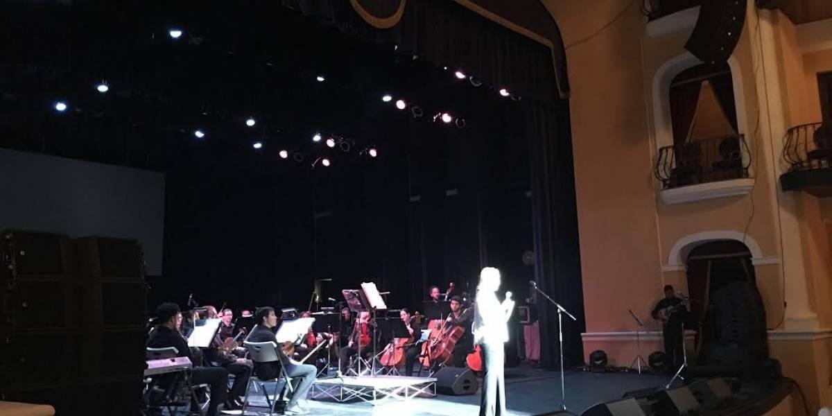 Carmen Yulín bromea con alcalde en actos de recordación