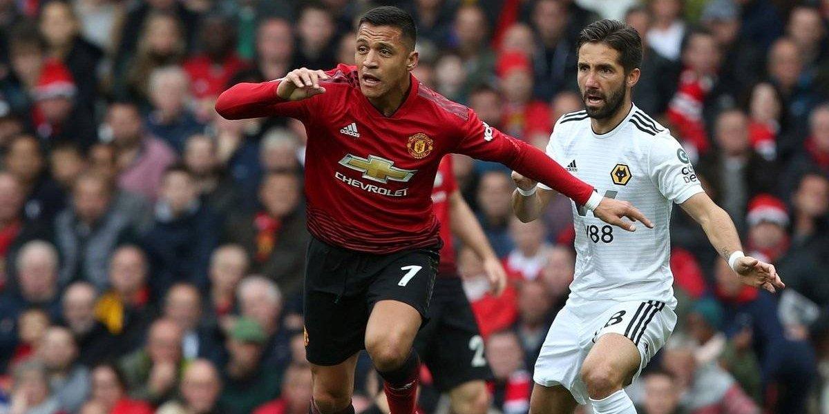 Un perdido Alexis juega mal, fue sustituido y el United se aleja cada vez más de la lucha por el título
