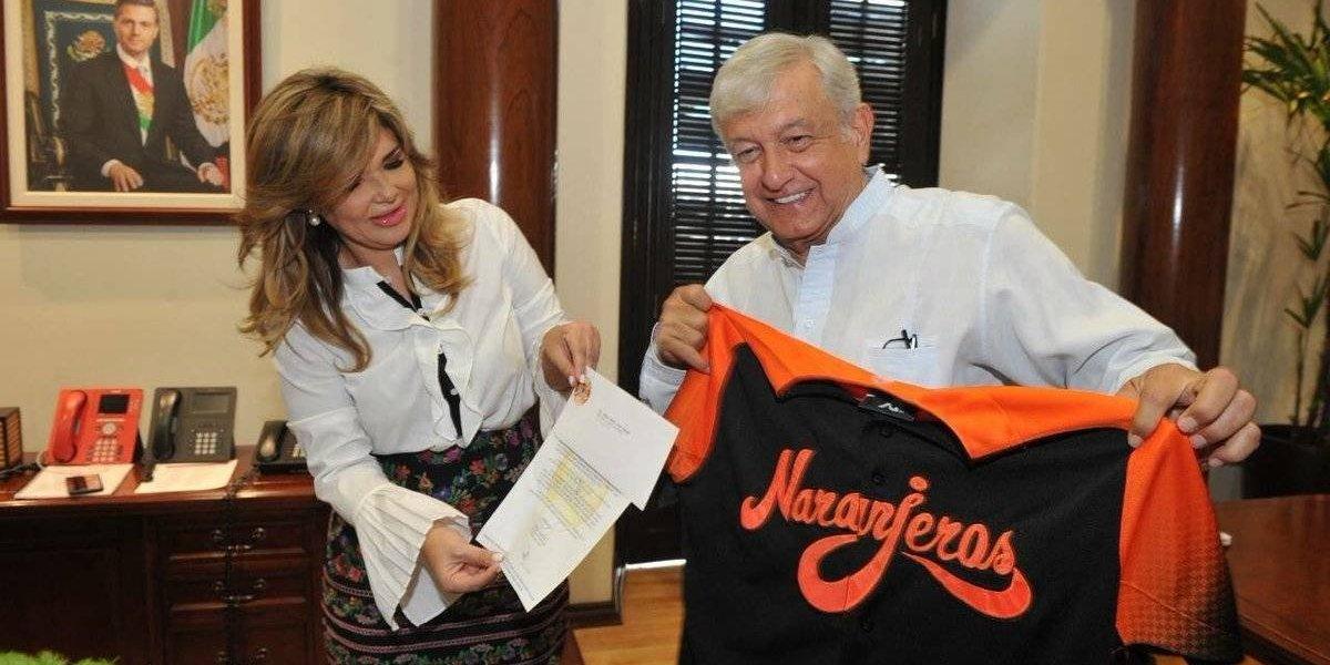 AMLO podría 'macanear' la primera bola de la temporada con los Naranjeros de Hermosillo