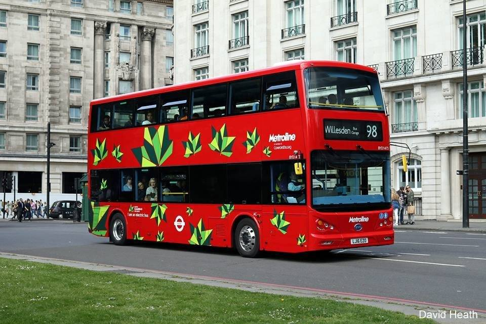 Bus eléctrico de dos pisos que opera en Londres