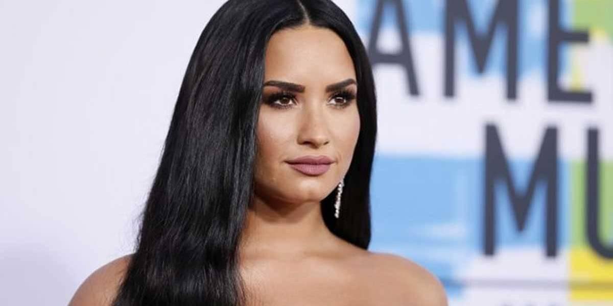 Mãe de Demi Lovato afirma que filha está se recuperando muito bem