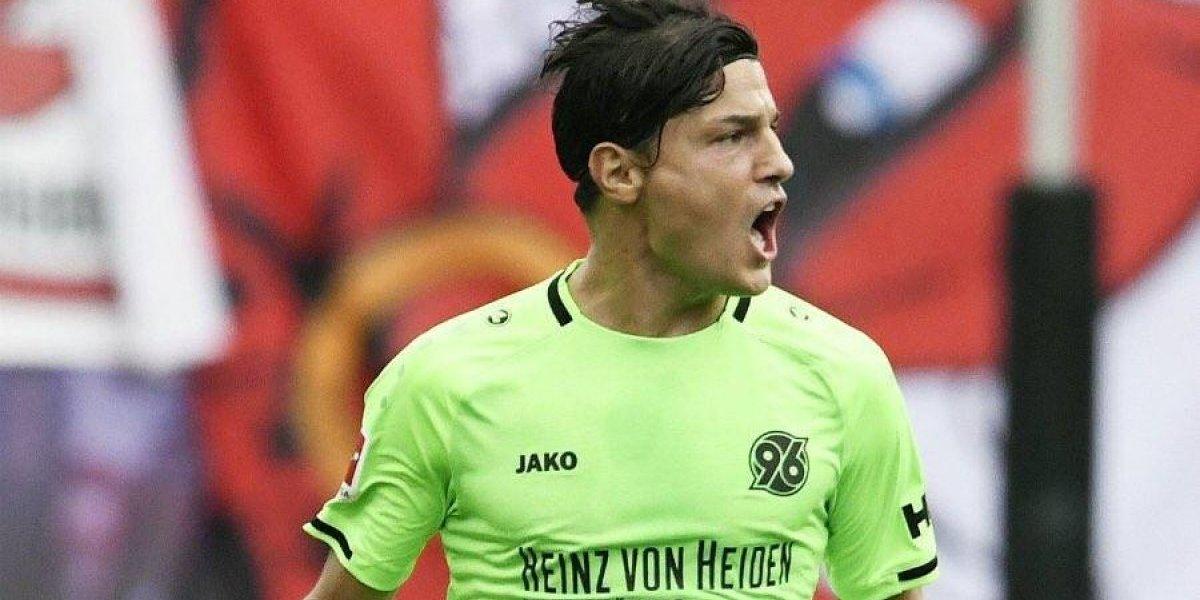 Miiko Albornoz fue expulsado en dura derrota del Hannover en la Bundesliga