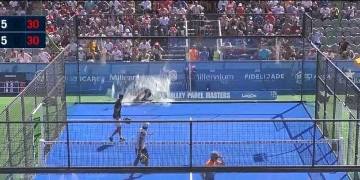VIDEO: Jugador de pádel se estrella contra pared de cristal en pleno partido
