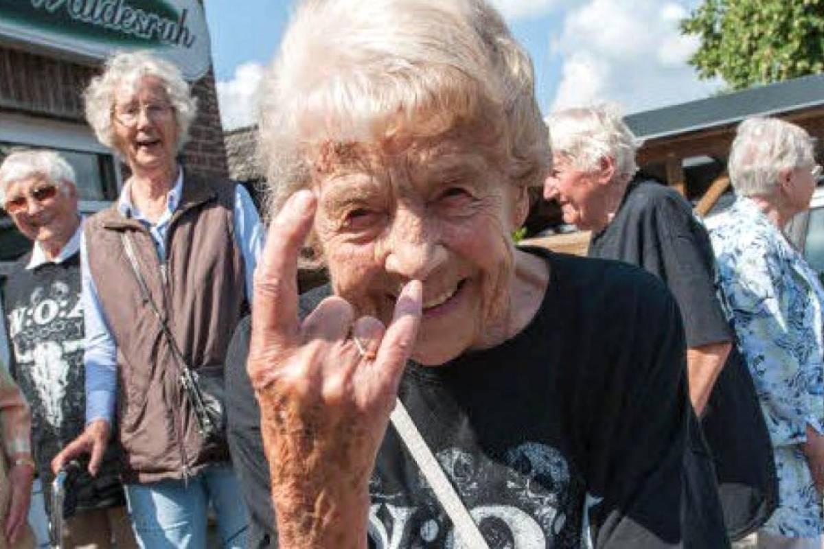 """El """"olor a anciano"""" existe y expertos dicen que se produce a partir de los 30"""
