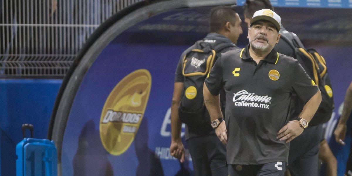 Maradona, con dificultades para caminar y con enfermedad detectada