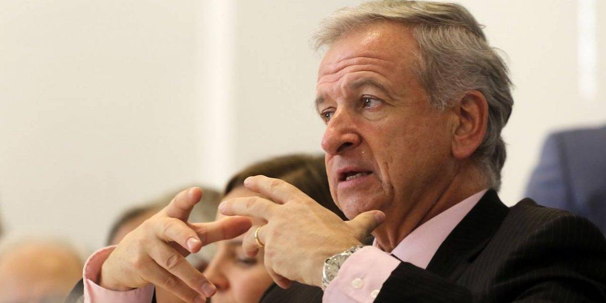 """Ministro Larraín se florea: dice que Chile crece """"más que los países del Pacífico"""" y que la gran amenaza es la """"economía digital"""""""