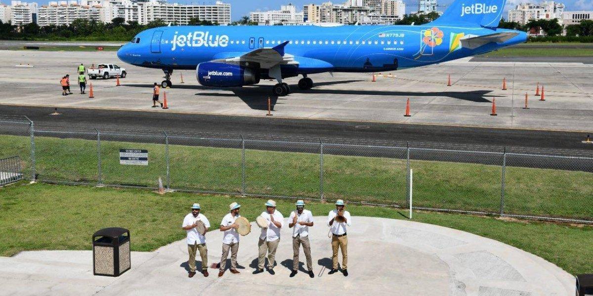 Presentan avión de JetBlue con atributos boricuas