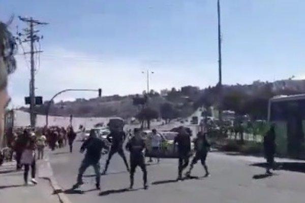 Se registran disturbios entre hinchas de Barcelona y Liga de Quito