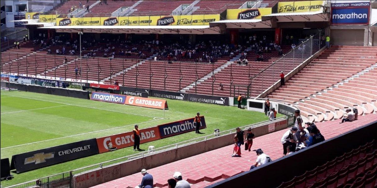 Así luce el estadio Rodrigo Paz Delgado a minutos que inicie el partido