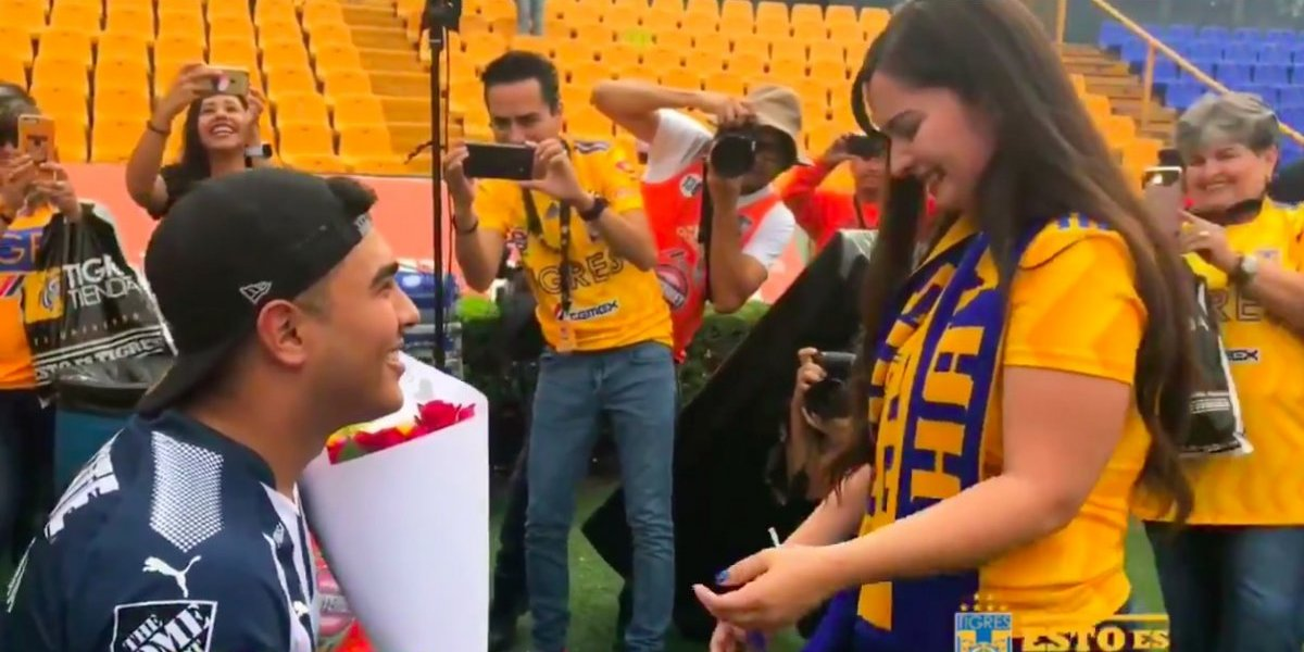 VIDEO: Aficionado de Rayados le propone matrimonio a su novia de Tigres