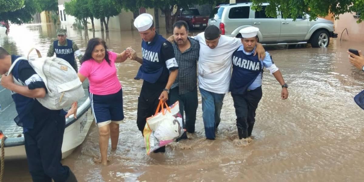 Marina envía helicópteros con despensas y agua a damnificados de Sinaloa