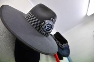 policiamassolitarioaustralia9-73485acc4a3ffed298390dcbd40fd9e6.jpg