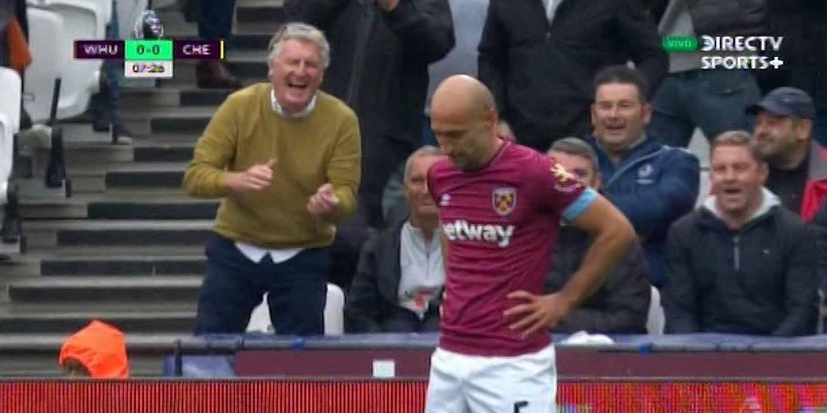 VIDEO: Aficionado se burla de un jugador del West Ham tras un vergonzoso error