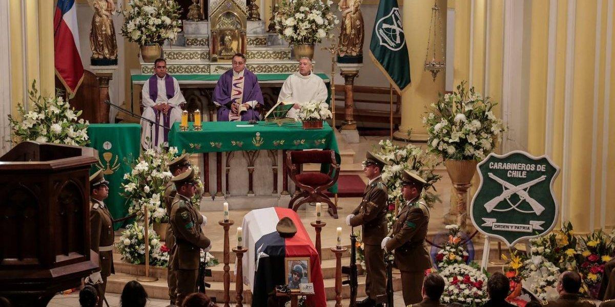 """Presidente Piñera por misa de carabinero fallecido en servicio: """"Entregó su vida por proteger las nuestras"""""""