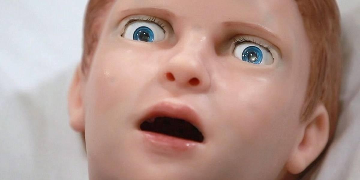 A assustadora criança-robô que sangra, grita e simula dor