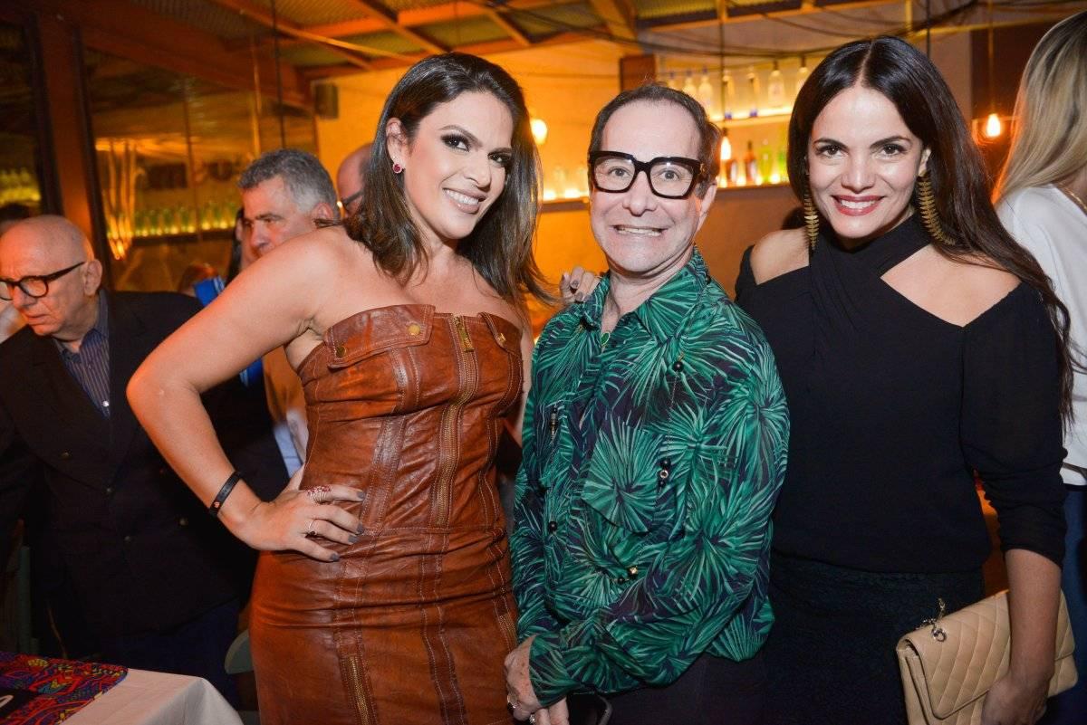 Letícia Rody, Sérgio Paulo Rabelo e Ana Paula Castro na inauguração badalada do restaurante Cosmô | Mônica Zorzanelli