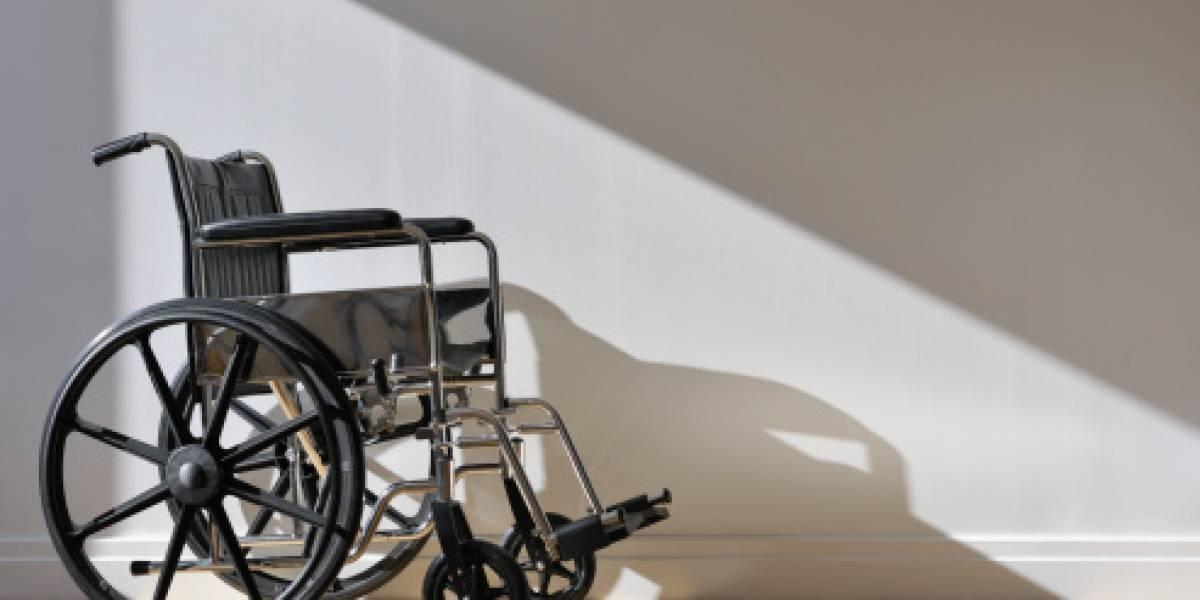 Gran anuncio médico: parapléjico logra volver a caminar tras la implantación de un electrodo en la columna vertebral