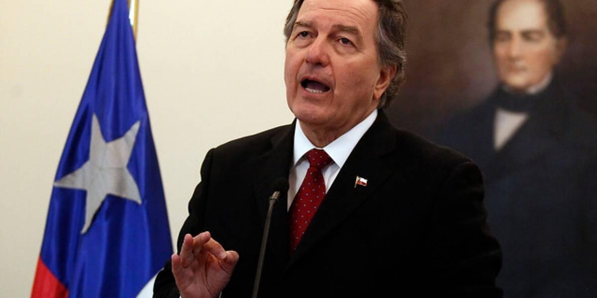 """Gobierno presenta nota de protesta contra Venezuela tras """"acusaciones calumniosas"""" contra embajada chilena"""