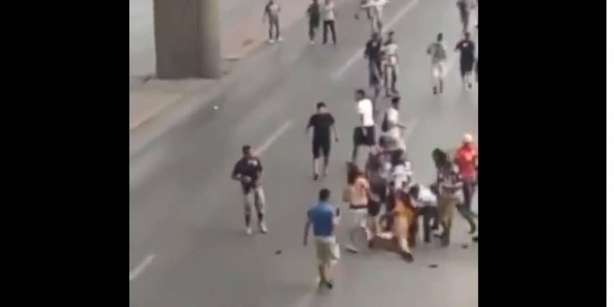 La violenta pelea entre barristas de Monterrey y Tigres que dejó un hincha al borde de la muerte