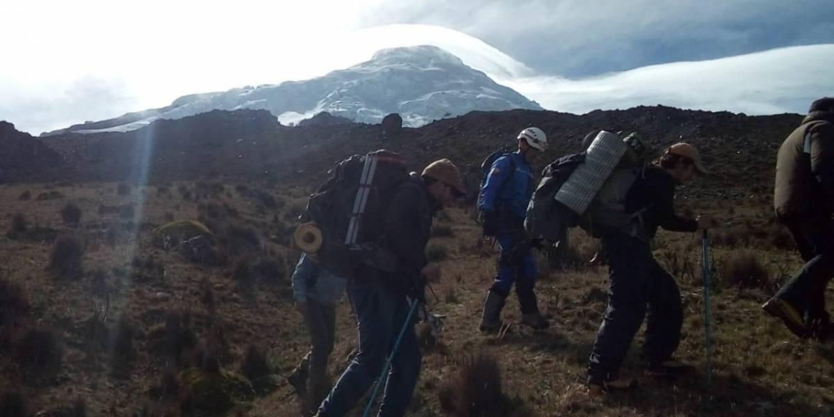 Localizan a tres ciudadanos extraviados en volcán Antisana