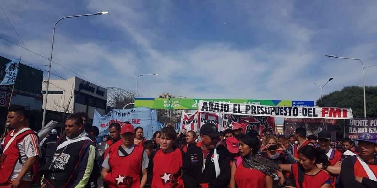 """""""Fuera FMI, basta de hambre"""": protestas se recrudecen en Argentina mientras Macri busca apoyos"""
