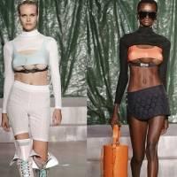 Modelos con tres senos desfilaron en la Semana de la Moda de Milán