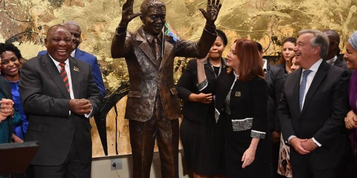 FOTOS. Develan estatua de Nelson Mandela en sede de la ONU