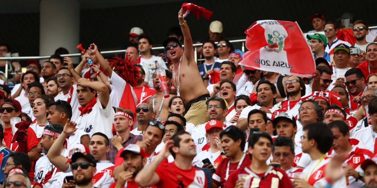 El solitario hincha de Puerto Montt perdió en el The Best a manos de la barra de Perú