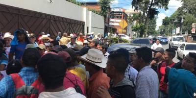pobladores llevados a manifestar frente a la CICIG