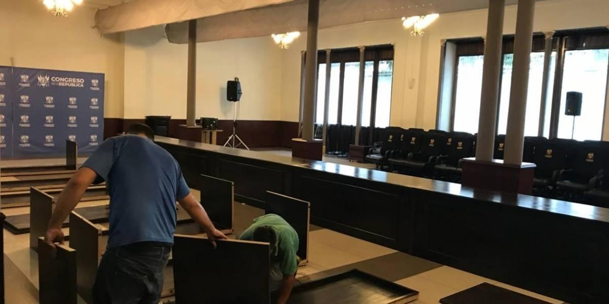 Congreso compra mesa de Q86 mil para conferencias y reuniones de jefes de bloque
