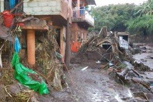 Sube a 5 el número de muertos por desbordamiento de río en Peribán, Michoacán
