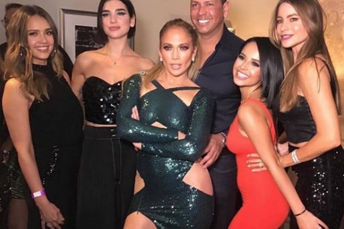 Jessica Alba, Dua Lipa, Jennifer Lopez junto a su novio, Becky G y Sofía Vergara Instagram