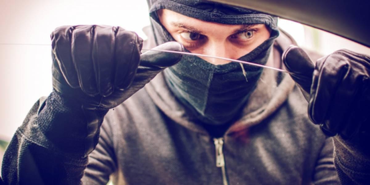 Ladrones chocan un auto para luego robárselo en Carolina