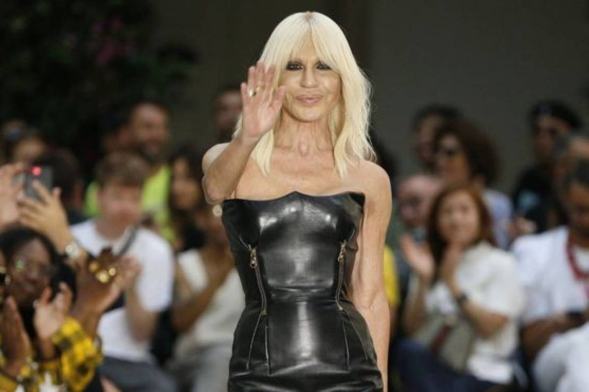 Michael Kors compra Versace por 2000 millones de dólares   Publimetro México 5df89c1b14