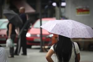 Previsão do tempo: chuva chega no fim do dia, mas calor não diminui em SP