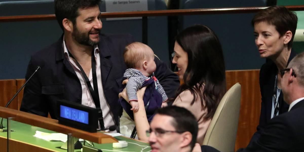 Premier da Nova Zelândia leva filha de 3 meses para ONU