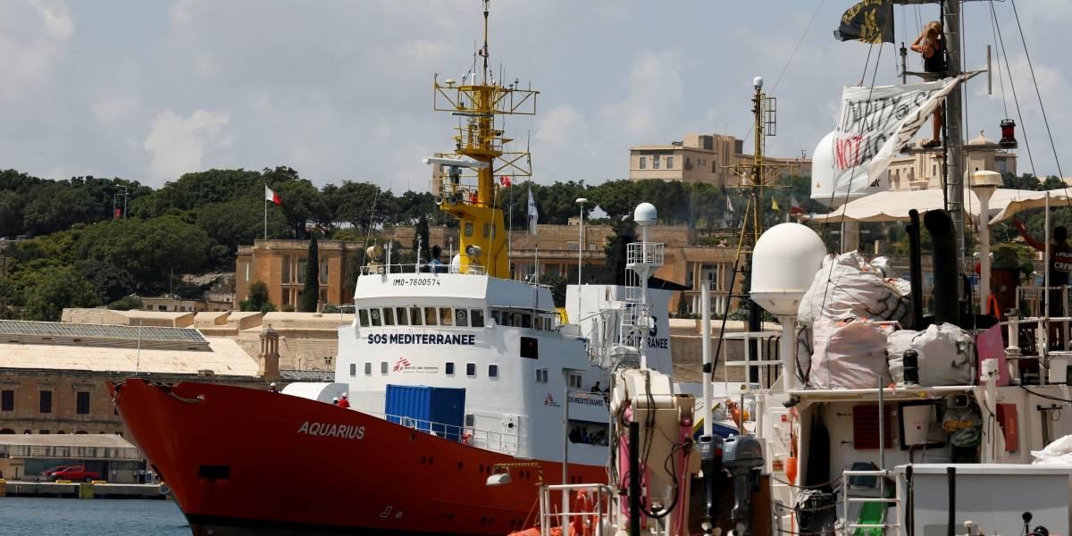 França nega autorização para navio com 58 migrantes