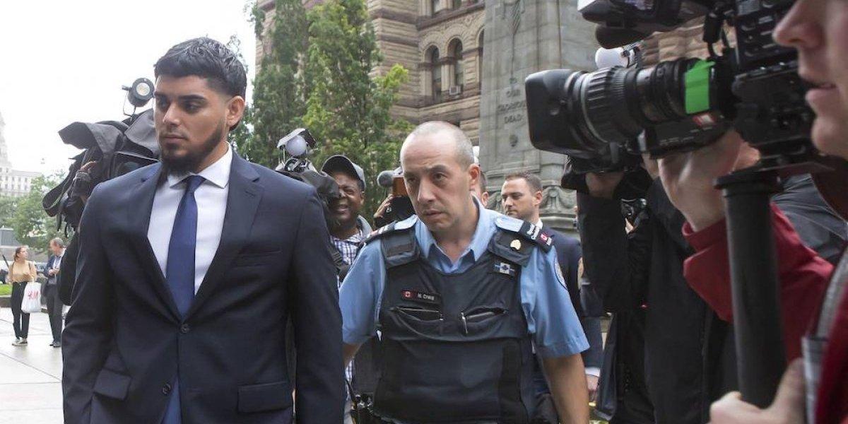 Retiran cargos por violencia doméstica a Roberto Osuna
