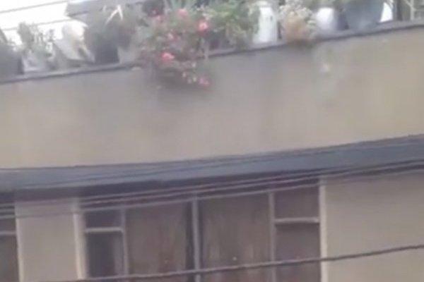 Peatón muere tras caerle una matera desde un tercer piso