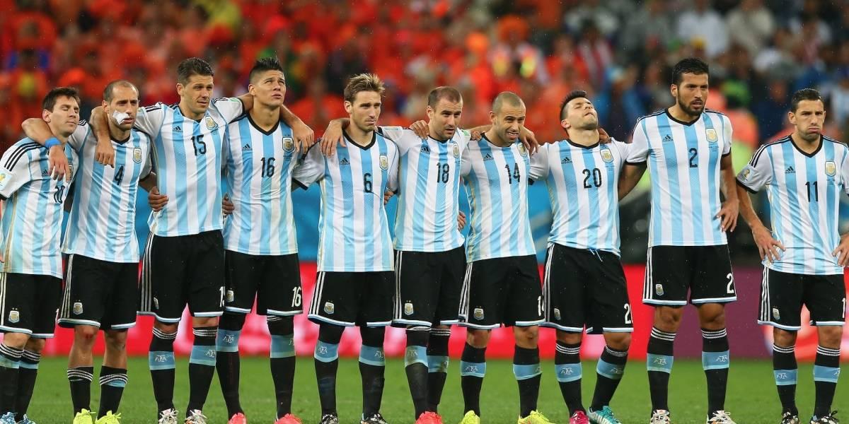 ¡Esposa de futbolista argentino se desnuda y él reacciona!