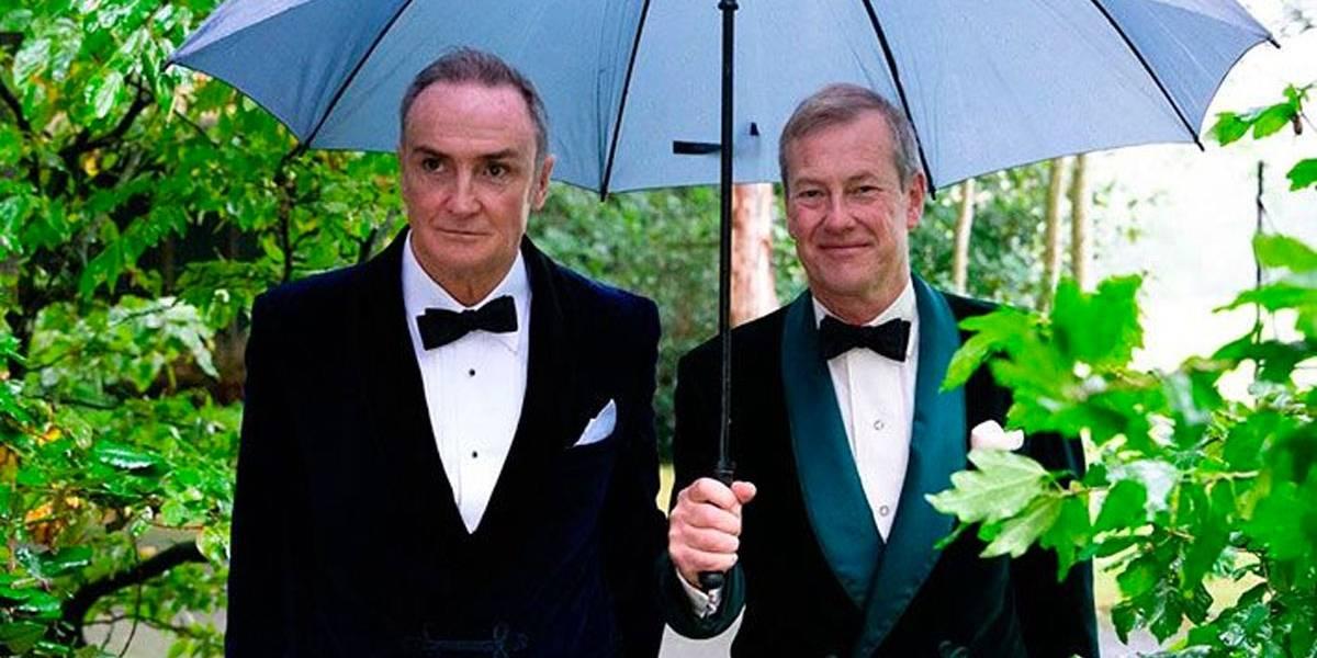 Família real britânica celebra primeiro casamento gay