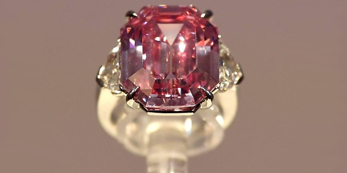 Diamante rosa gigante da Christie's fará turnê antes de leilão