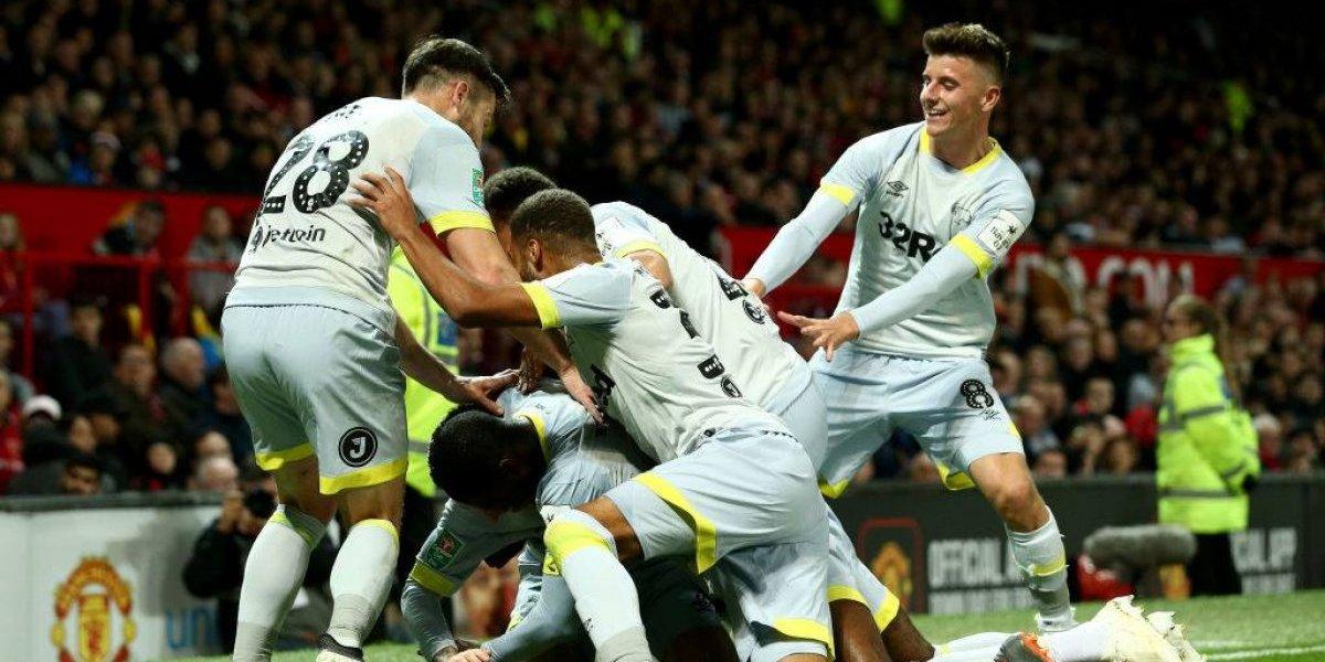Manchester United sigue en el piso y ahora quedó eliminado con un equipo de la B en la Copa de la Liga