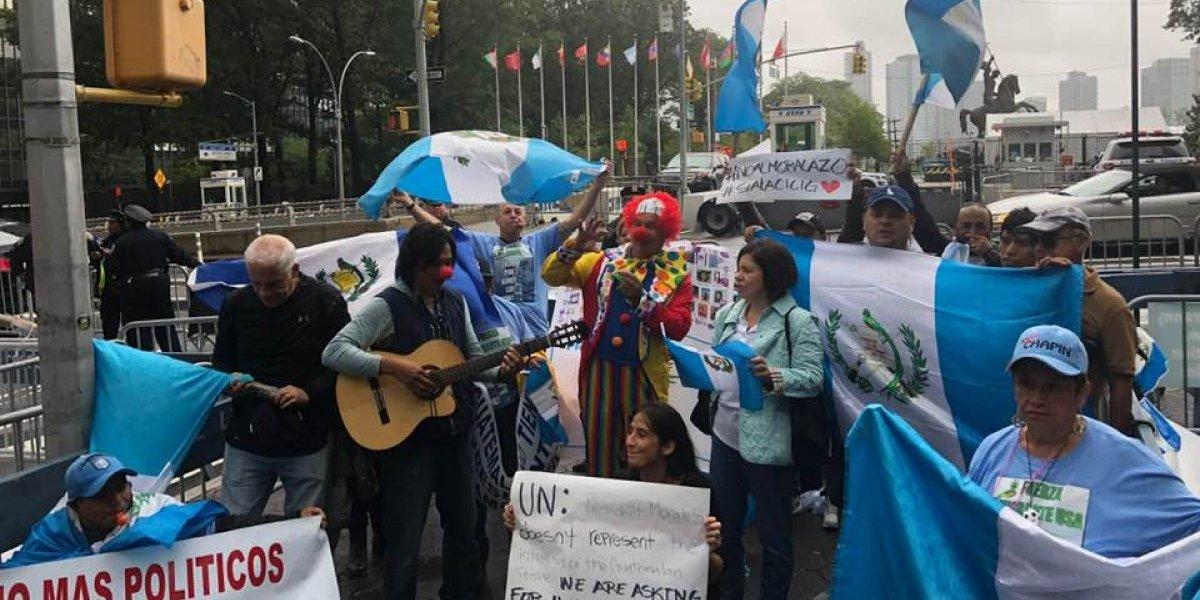 VIDEO. Guatemaltecos manifiestan frente a la sede de la ONU en Nueva York